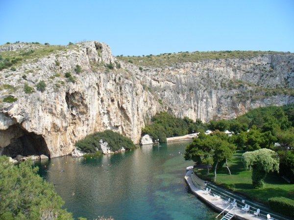 Где лучше купить недвижимость в греции снять квартиру в испании на неделю