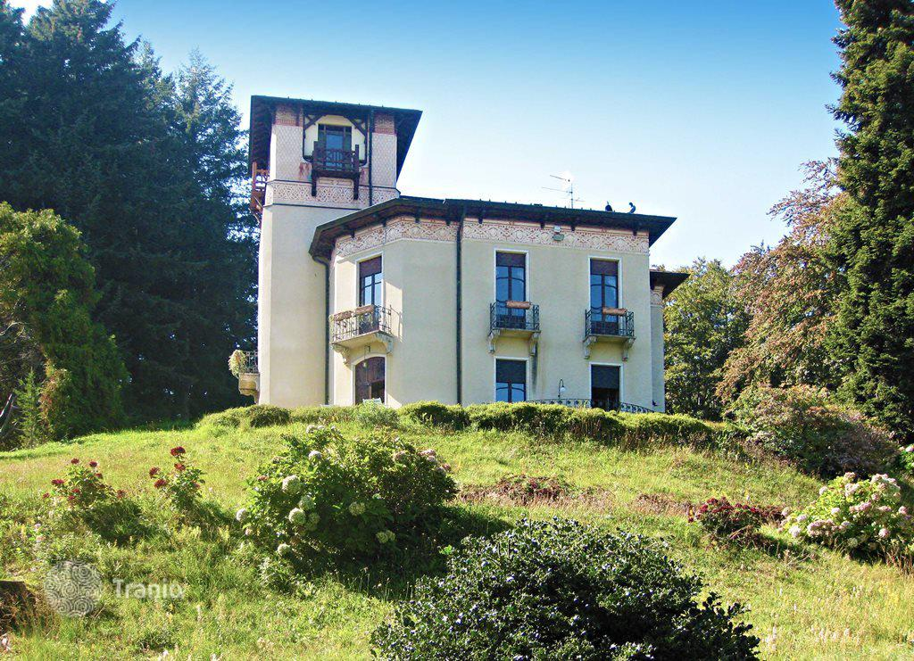 Rent an apartment in Stresa price