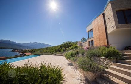 Купить гостиницу в Тиват на побережье недорого