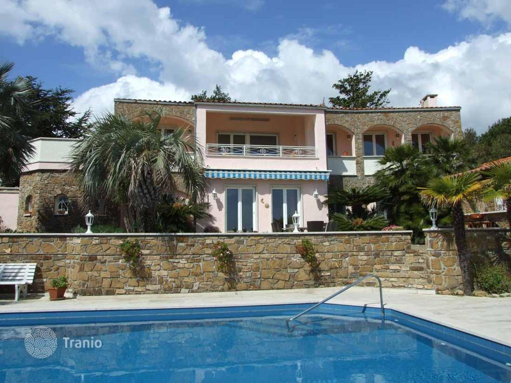 Acquistare proprietà in Cipressa sulla spiaggia