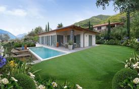 Купить дом на озере комо италия дубай или абу даби где лучше