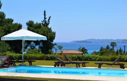 Дом с бассейном в остров Порто Хели