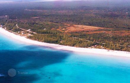 Землю в остров Эвритания у моря
