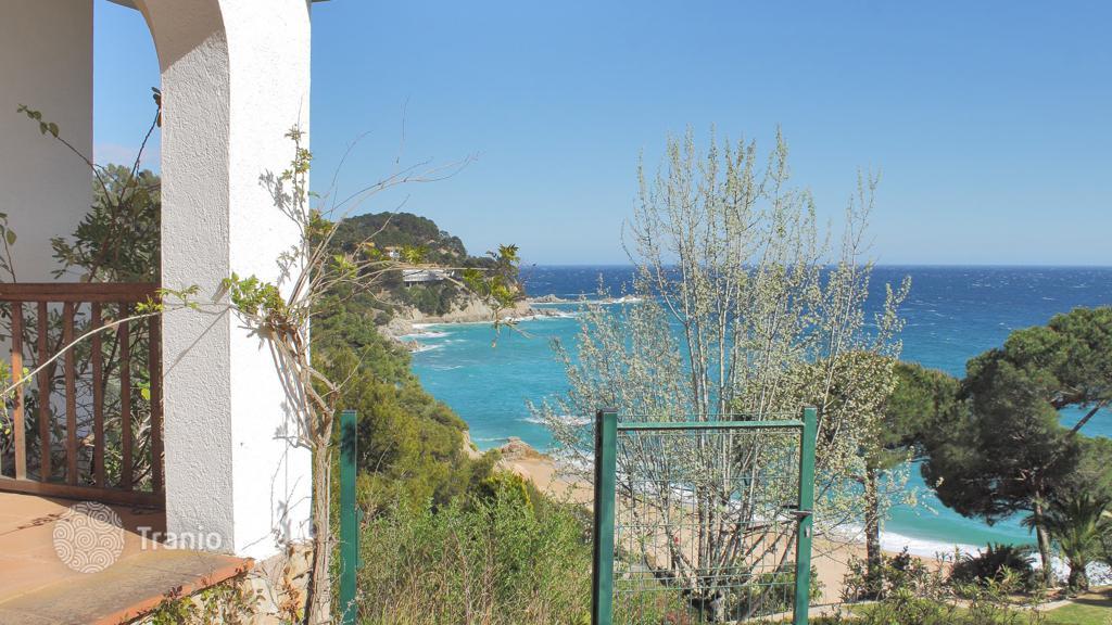 Виллы у моря в каталонии
