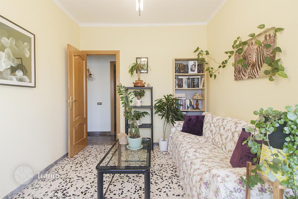Badalona mirina buy an apartment.