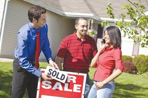 Большинство сделок на зарубежном рынке недвижимости заключается с участием риелтора…