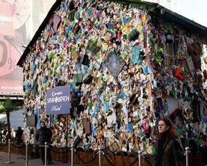 Отель из мусора построен в Мадриде.
